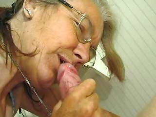 Scrawny Mature Old slut does like a Dick