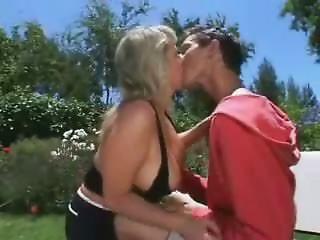 Mama Son's ally Sex in the garden