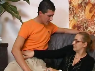 Anal dance Old slut in Nylons receives Cum on her Glasses