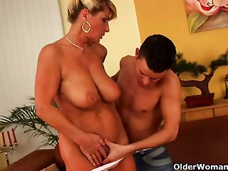 Saggy old slut with squirting and hirsute muff receives drilled