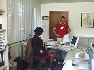 Lady Screwed Fine in the Office