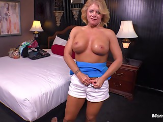 Country Cougar can't live without juvenile schlong in her wazoo