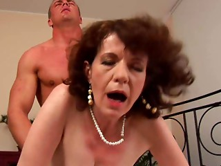Older MILF Eveline red unshaved muff (Camaster)