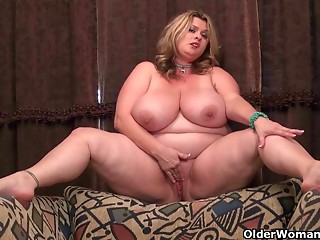 BBW mother I'd like to fuck Kimmie KaBoom rubs her pulsating love button