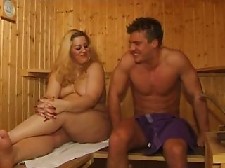 Chunky Cougar Bang IN SAUNA