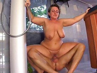 Chubby Mommy Receives Drilled In The Sexy Tub