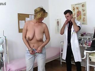 Nasty mom fucking and engulfing juvenile doctor