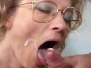 German old bitch acquires fist shag and facial