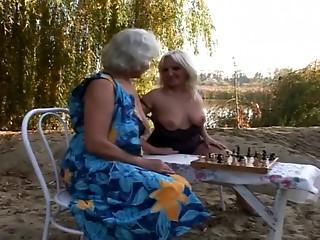 2 Grannies Outdoor Pleasure