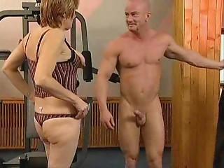 Old slut in the Gym