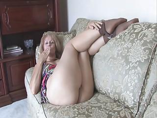 Sammi masturbate herself