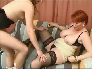 Elder Mamma and Hotty -lesbian games