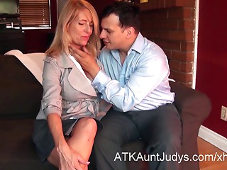 Macy Maddison seduces her juvenile prospective home-buyer.