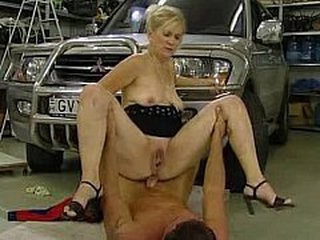 Mother I'd like to fuck acquires fucked in parking garage