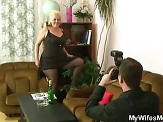 Naughty mother acquires shagged after photosession