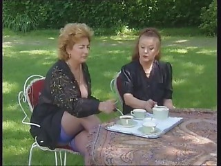 2 Grannies Take Tea and 10-Pounder
