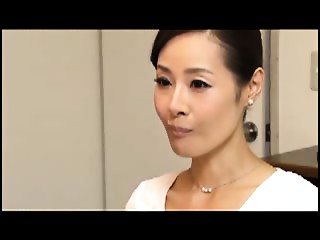 Japanese Mommy Copulates Taboo 10-Pounder