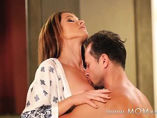 Mamma xxx: Pair making love on the baths floor