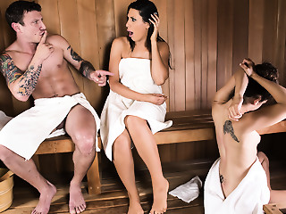 Makayla Cox & Mr. Pete in Sneaky Sauna Mother - Brazzers