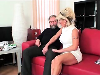 Hirsute old bitch squirts