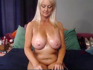 livecam old slut talks ribald