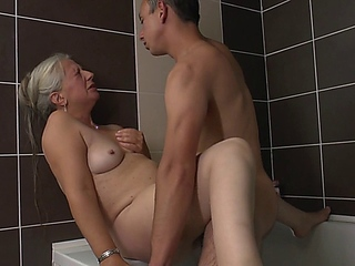 non-professional 50+ woman rubs her slit in bathroom and asks her toyboy to join her