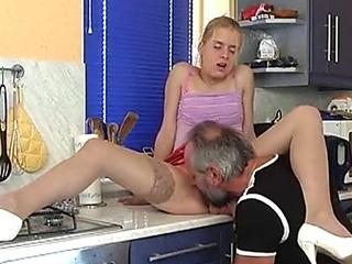Sex Chaos bei Familie Dauergeil