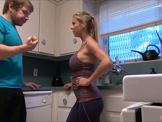 ALEXIS FAWX Sexy Stepmammy IN KITCHEN