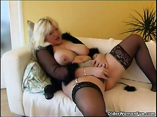 Obese housewife in nylons plays with recent fake penis