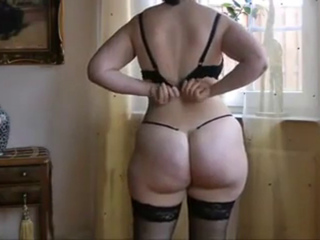 Non-professional BBW shows off her Good Large Booty