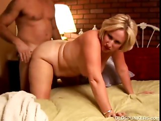 Perverted elder honey Molly gives a sloppy rimjob