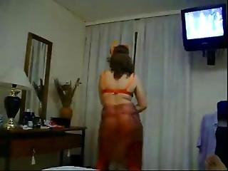 Enfiestada Cougar Argenta Entangada Disfrazada Mamandola con Dulce dLeche y Cumbia