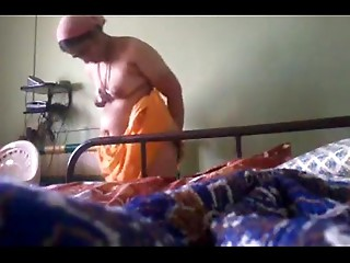 mast older aunty super hot panty change.MP4