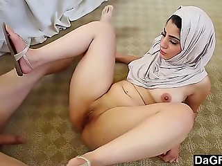Sex arab porn with ravishing young slut engulfing and fucking - http://www.xibata.com