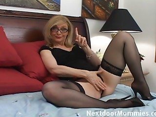 Nasty MILF love to give handjobs