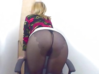 Jack off to my pantyhosed booty 1