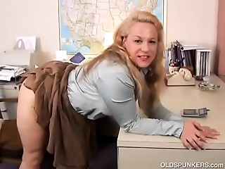 Cute plump mature spunker can't live without fucking her obese soaked cum-hole for u