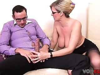 Nerd fickt eine gro&szlig_e titted Mother I'd like to fuck