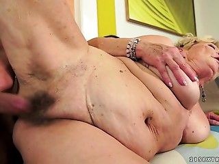 Granny&#039_s hair slit showered with cum