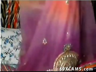 Sexually excited Indian Desi Aunt Flashes On Livecam Show