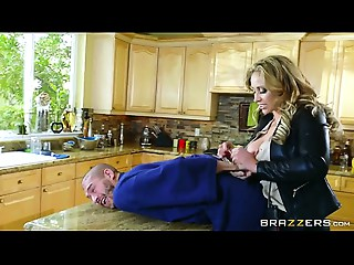 Brazzers - Eva Notty - Milfs Like It Large mincum