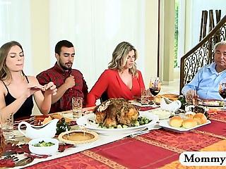 Jantar na casa da sogra  e comeu a namorada e a sogra juntas