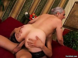 Mommy Anal job