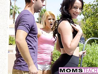 Cougar Jennifer White Acquires Creampie From Daughters Stud