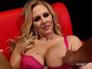 Mother I'd like to fuck Julia Ann Likes To Engulf Cock!